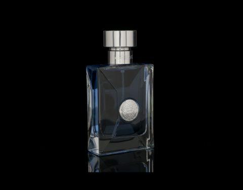 Parfum Versace în 360 grade